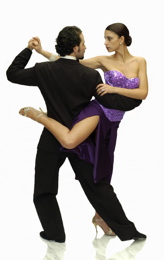 Как обучиться танцевать танго дома