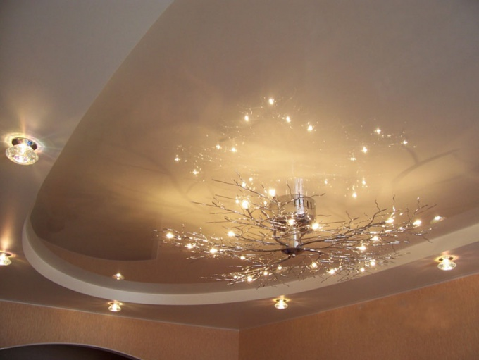 Как убрать желтые пятнышка на потолке