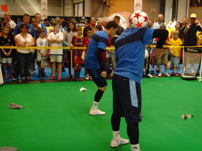 Как обучиться футбольному фристайлу
