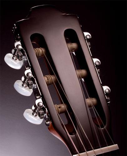 Как научиться играть на классической гитаре