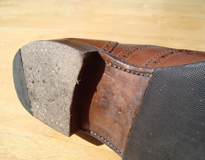 Как починить каблук
