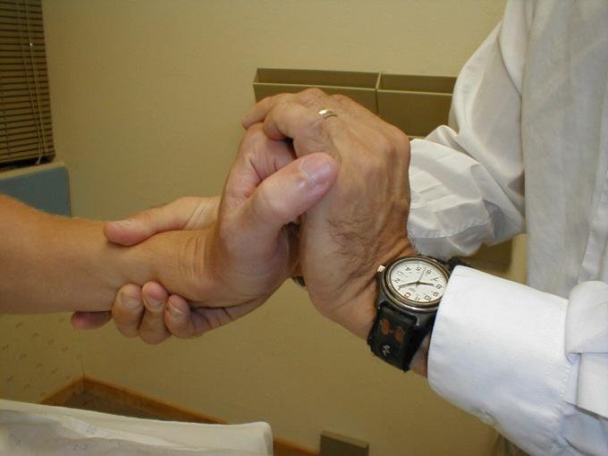 Как восстановить руку после инсульта