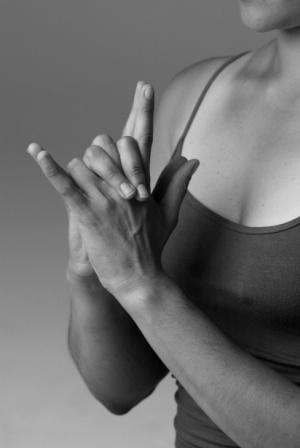 Как накачать женскую грудь в домашних условиях