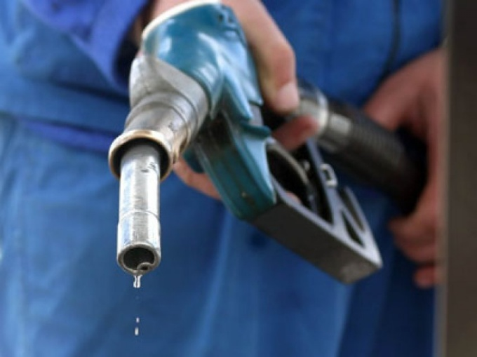 How to get the smell of gasoline from clothes
