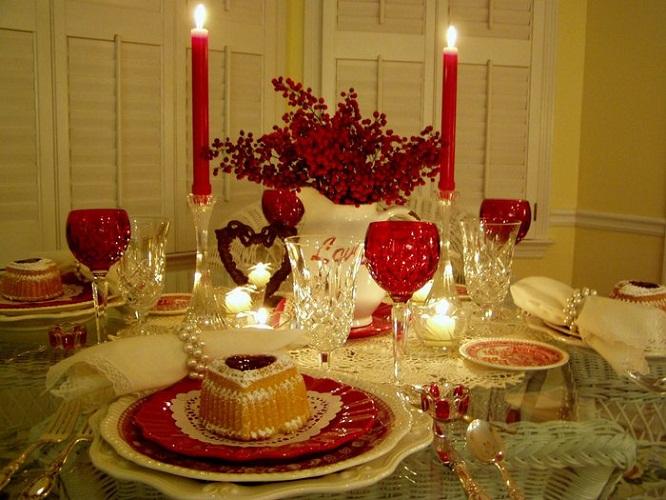 Как украсить стол к романтическому ужину
