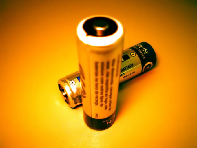 How to connect two batteries