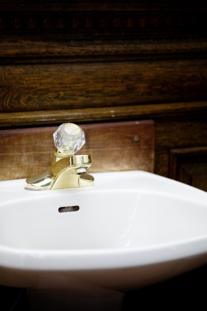 Как умываться святой водой
