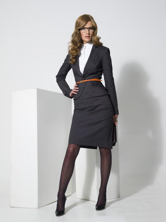 Как выбрать женский костюм