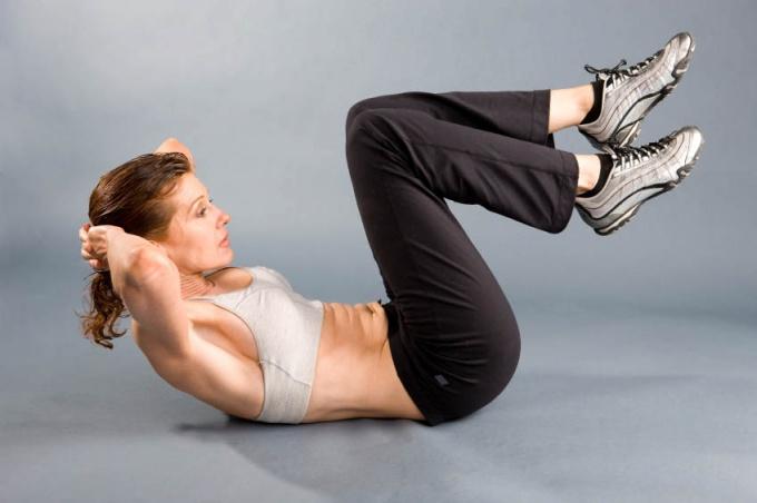 Как качать боковые мышцы