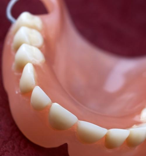 Как отбеливать зубные протезы