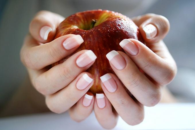 Как убрать желтизну на ногтях