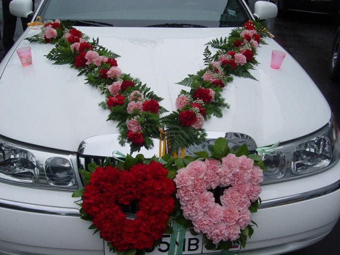 Свадебное украшение машины цветами своими руками