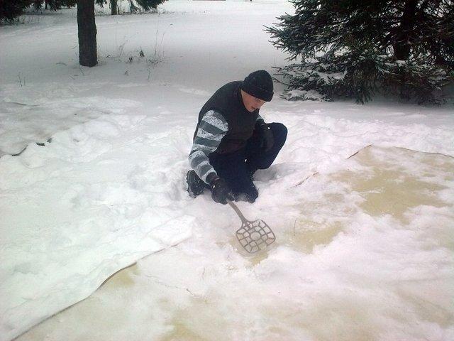 Как чистить снегом ковер