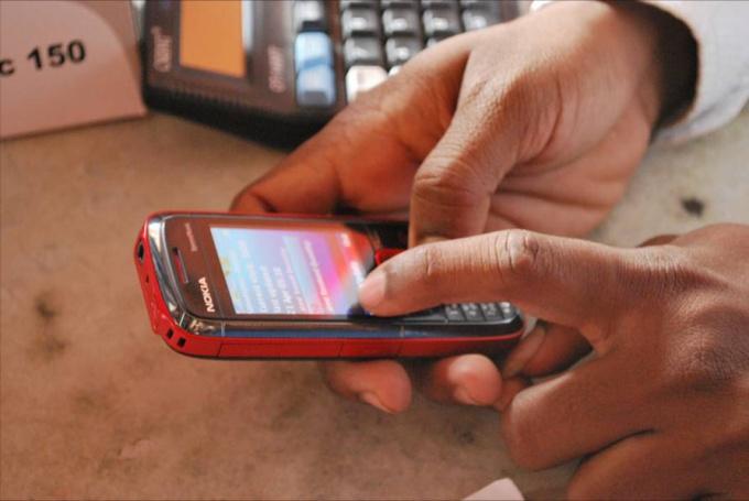 Как перебросить деньги с одного телефона на иной