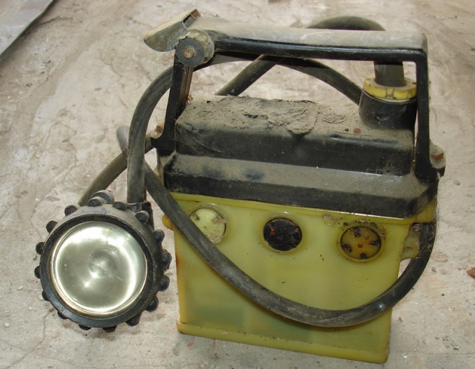 Как зарядить шахтерский фонарь