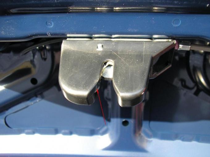 Как заменить замок багажника