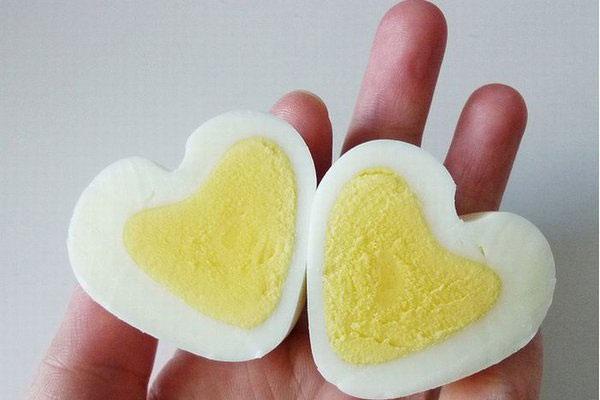 Как сделать сердце из вареного яйца