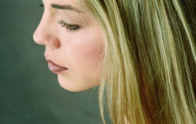 Как избавиться от желтого оттенка волос