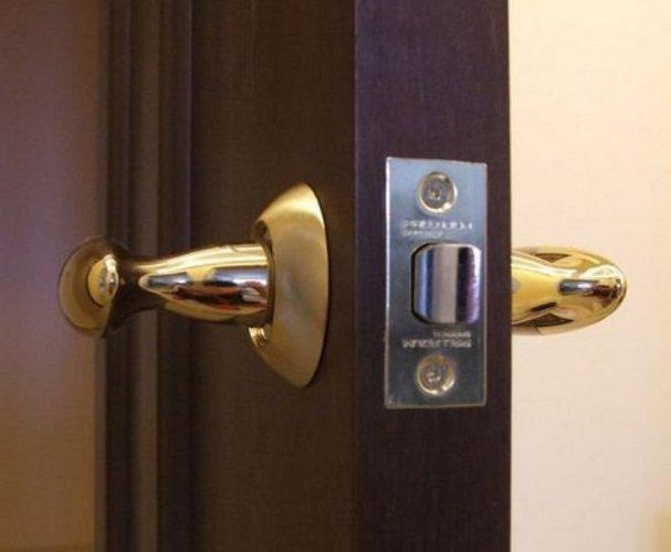 How to open the lock in the interior door