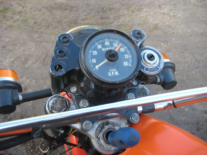 How to connect a tachometer in motorcycle