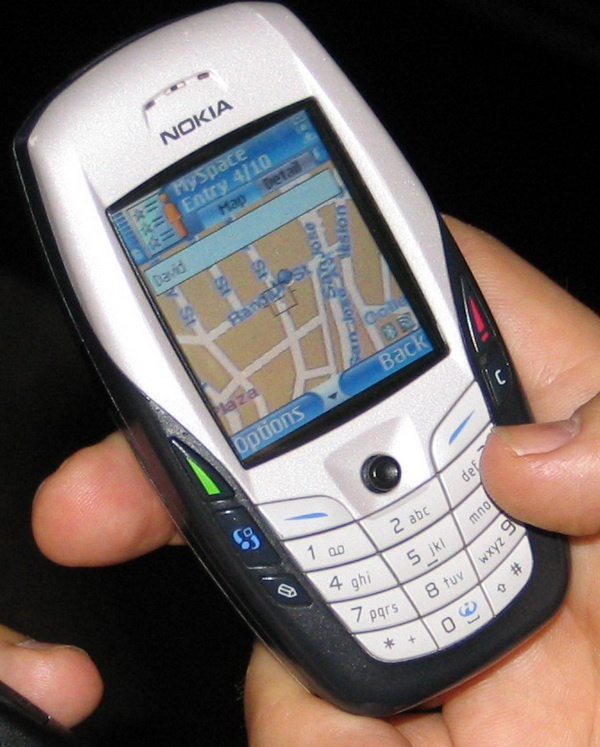 Как закачать карты на телефон