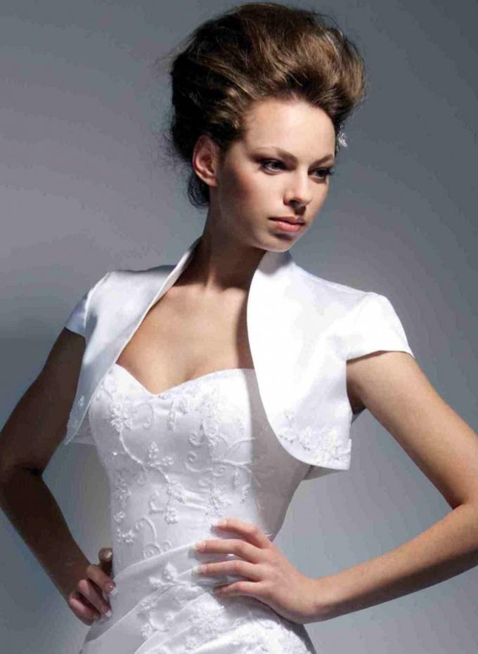 Как украсить платье бисером
