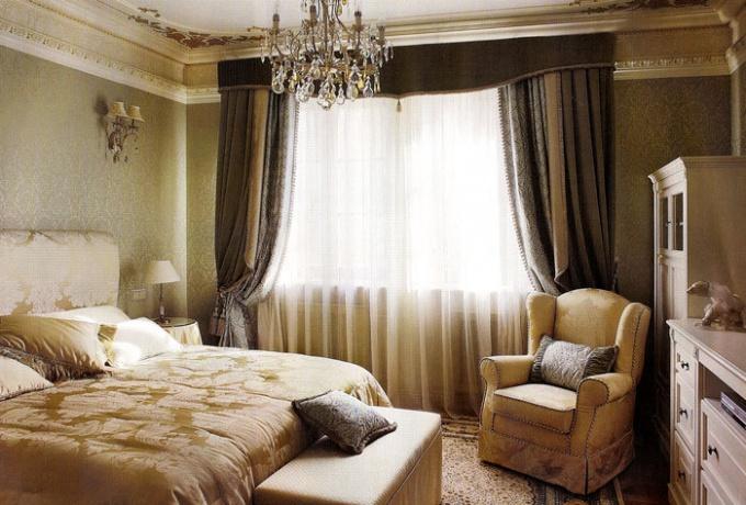 Как оформить маленьку спальню