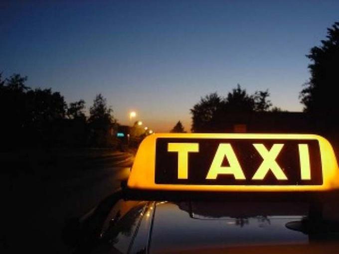 Как оформить водителя такси