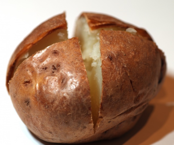 How to bake potatoes in the microwave