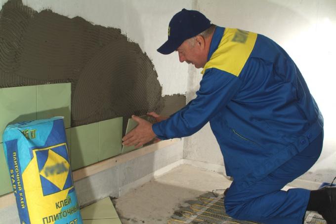 Как выровнять стены под плитку