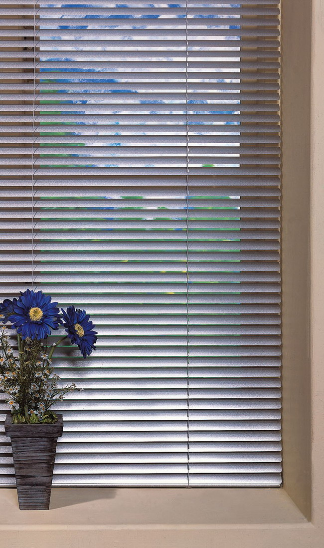 How to hang horizontal blinds