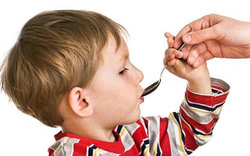 Как дать ребенку активированный уголь