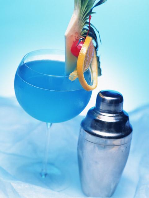 Как сделать алкогольный коктейль дома