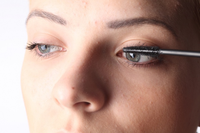 Как наносить макияж с серыми глазами