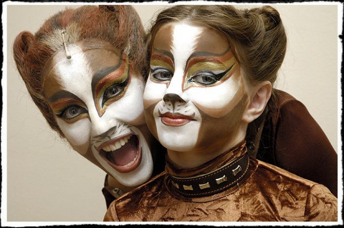 How to paint a face under a cat