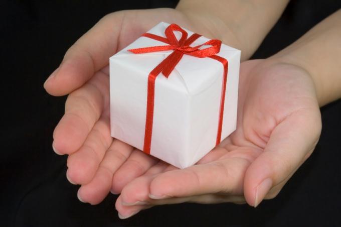 Как принимать подарки от мужчин
