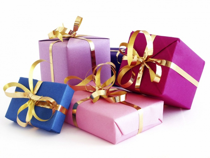Как завязать ленточку на подарок