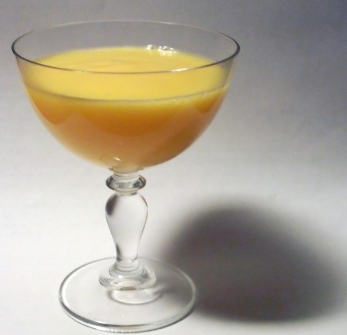 How to drink egg liqueur