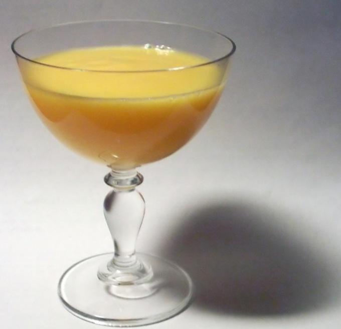Как пить яичный ликер
