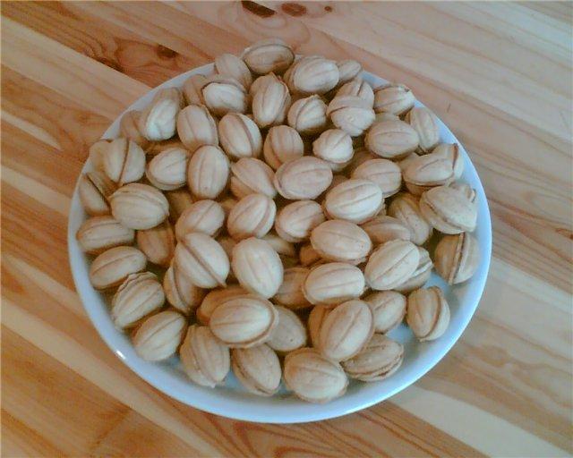 Как делать орешки с сгущенкой
