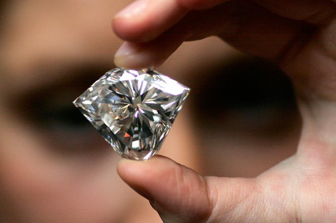How to determine the carat of the diamond