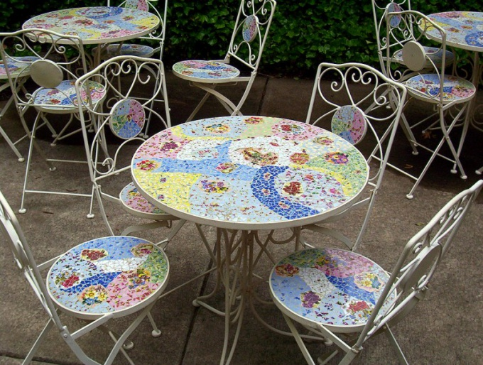 How to make a decoupage table