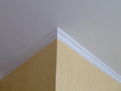 Как вырезать углы потолочного багета