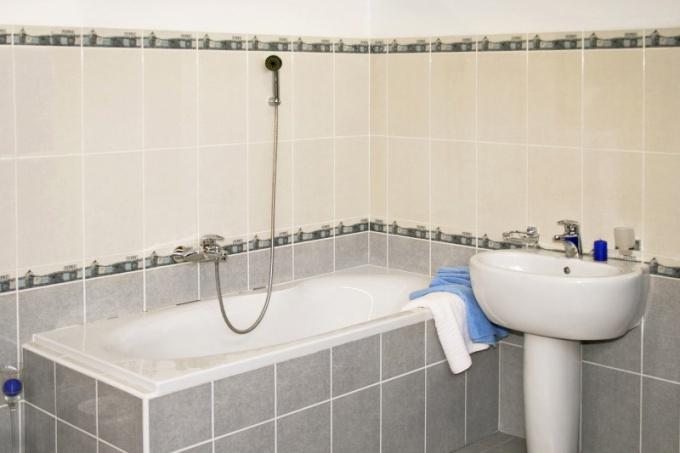 How to repair enamel baths