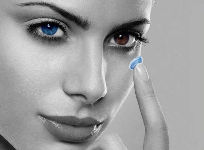 How to clean contact lenses