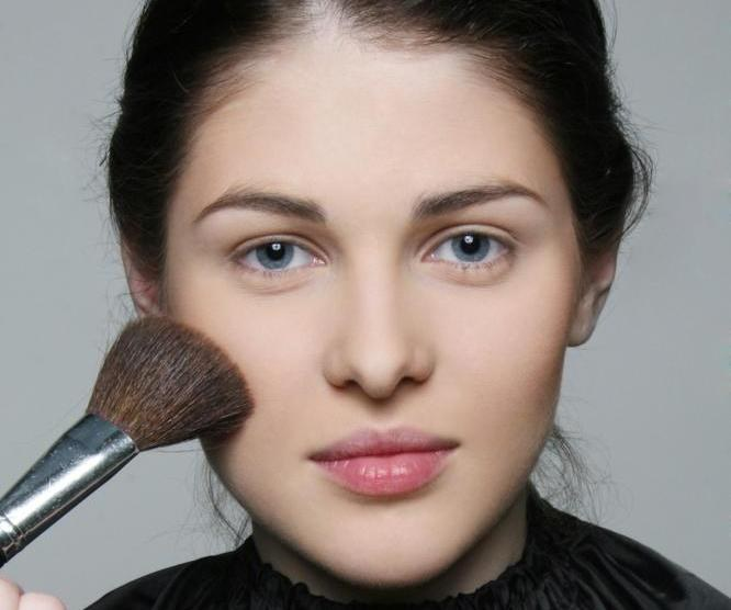 How to apply loose powder