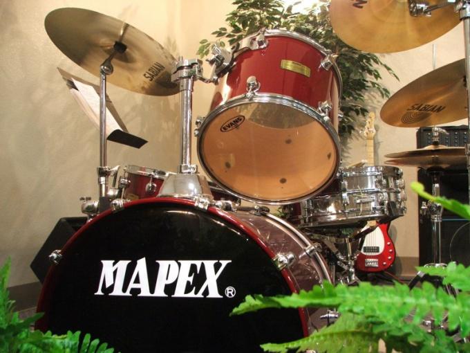 Научится играть на барабанах в домашних условиях