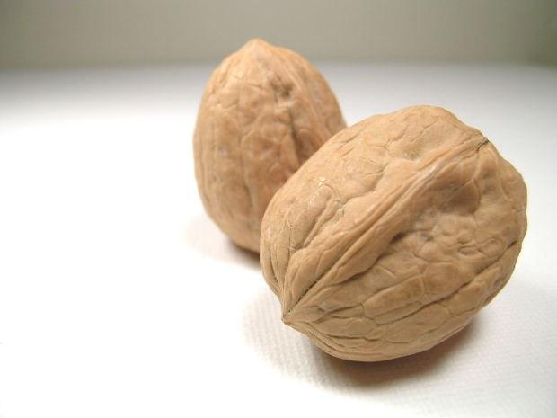 How to break walnuts