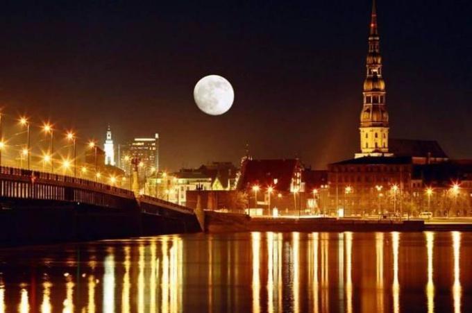 How to make an invitation to Latvia