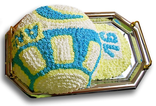 How to decorate a cake for a boy